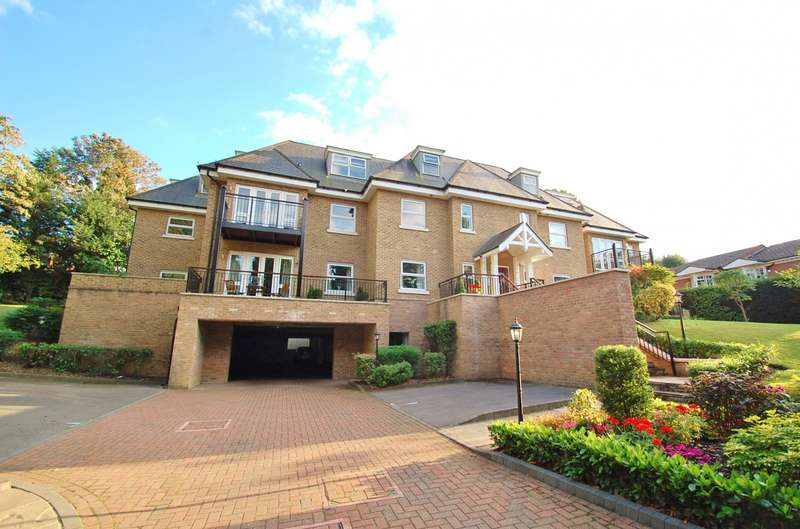 2 Bedrooms Flat for sale in Long Gables, South Park, Gerrards Cross, SL9