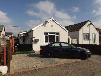3 Bedrooms Bungalow for sale in Jaywick, Clacton-On-Sea, Essex
