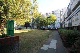3 Bedrooms Flat for sale in Kennard House, Francis Chichester Way, London