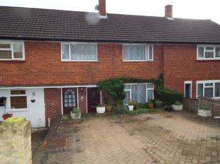 3 Bedrooms Terraced House for sale in Headley Drive, New Addington, Croydon