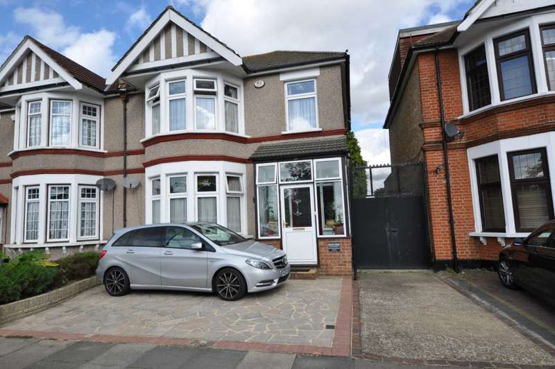 4 Bedrooms Semi Detached House for sale in Abbotsford Road, Ilford