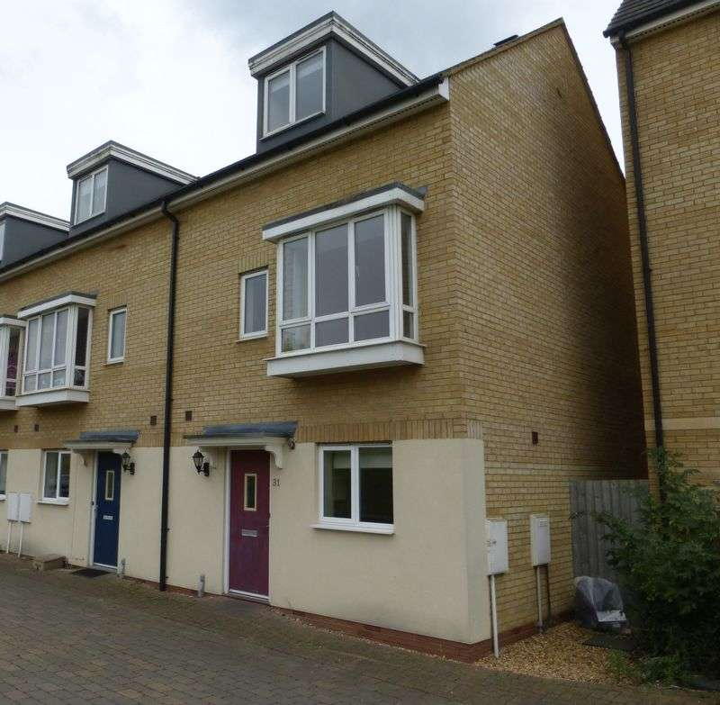 3 Bedrooms Terraced House for sale in Bank Avenue, Peterborough