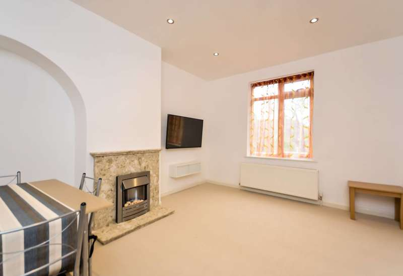 3 Bedrooms House for sale in Keedonwood Road, Bromley, BR1