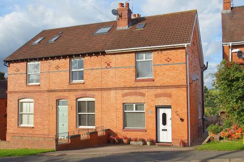 2 Bedrooms Semi Detached House for sale in Alcester Road, Finstall, Bromsgrove