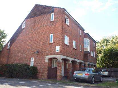1 Bedroom Flat for sale in Burnt Mills, Basildon, Essex
