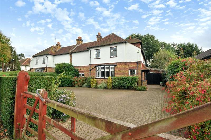 4 Bedrooms Semi Detached House for sale in Savernake, Manor Road, Ruislip, Middlesex, HA4