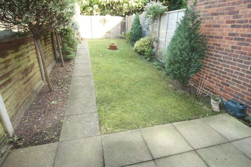 3 Bedrooms Terraced House for sale in Buckingham Avenue, Greenford
