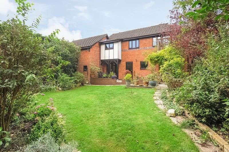 4 Bedrooms Detached House for sale in Parliament Place, Winchester