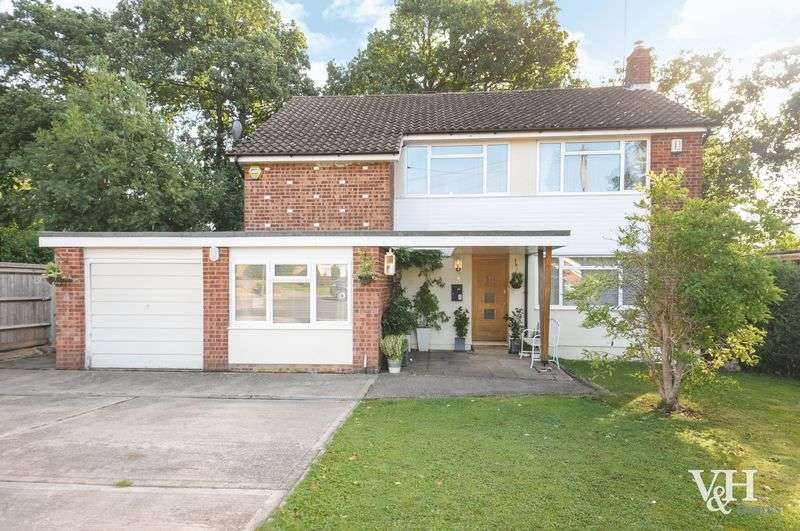 4 Bedrooms Detached House for sale in Revell Drive, Fetcham