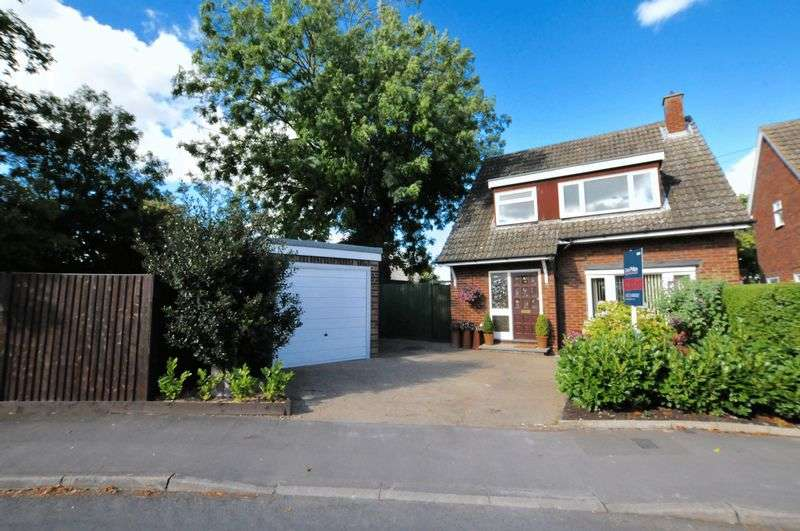 3 Bedrooms Detached House for sale in Poplar Drive, Royston