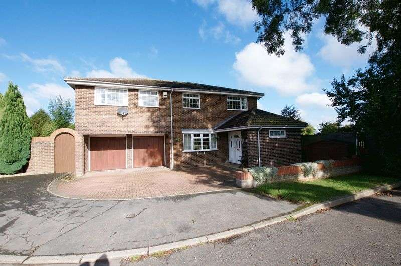 5 Bedrooms Detached House for sale in Tower Close, Royston