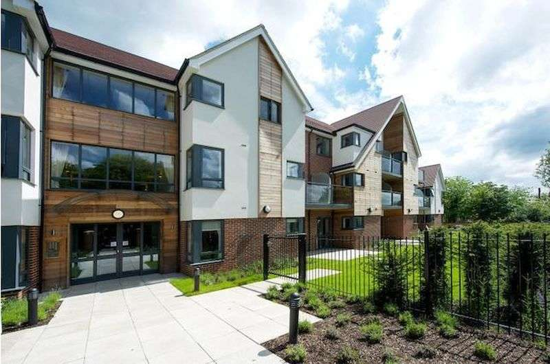 1 Bedroom Flat for sale in Mandeville Court, Darkes Lane, Potters Bar: NO CHAIN one bed first floor Assisted Living retirement apartment