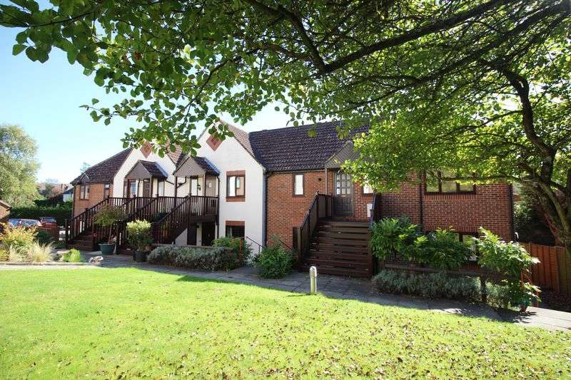 1 Bedroom Flat for sale in , Haslemere