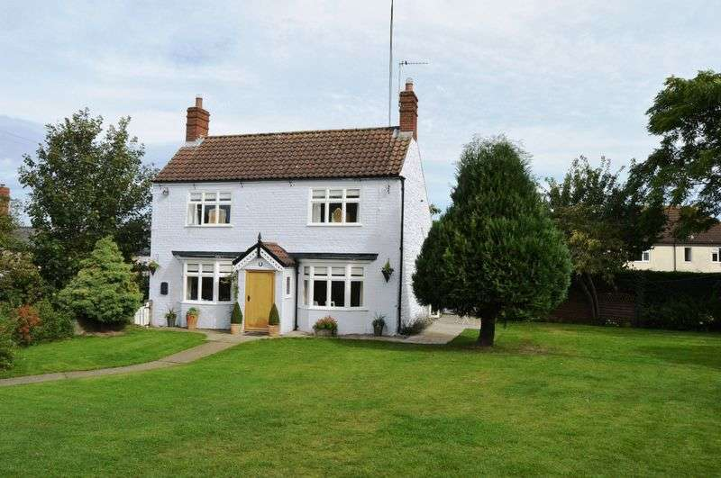 3 Bedrooms Detached House for sale in The Green, Waddingham
