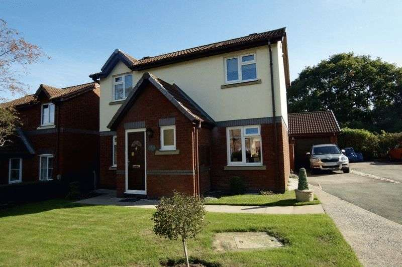 3 Bedrooms Detached House for sale in Castle Close, Wrexham