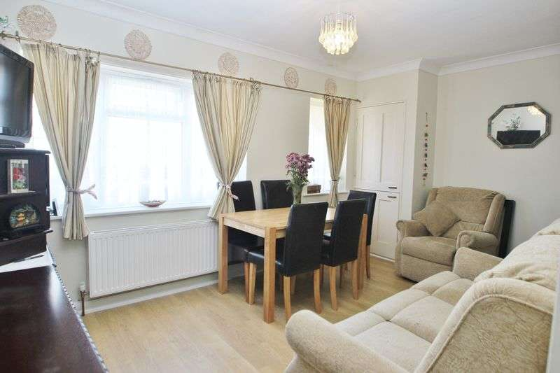 2 Bedrooms Flat for sale in Charminster Place, Bournemouth