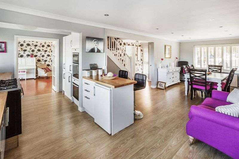 4 Bedrooms Detached House for sale in Reedham Drive, PURLEY