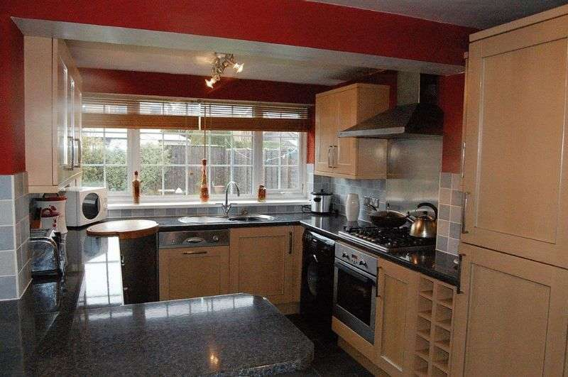 3 Bedrooms Semi Detached House for sale in Riby Court, Holton le Clay