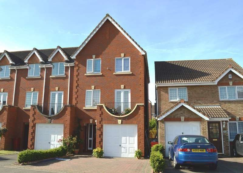 4 Bedrooms Terraced House for sale in Deverills Way, Langley, SL3