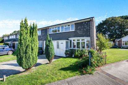 3 Bedrooms End Of Terrace House for sale in Hayling Island, Hampshire, .