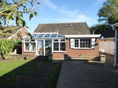 3 Bedrooms Bungalow for sale in Wrightson Close, Sutton In Ashfield, Nottingham, Nottinghamshire