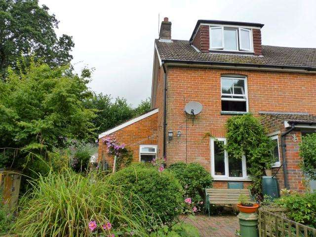 3 Bedrooms Semi Detached House for sale in Ghyll Road, Heathfield, East Sussex, TN21 0XL
