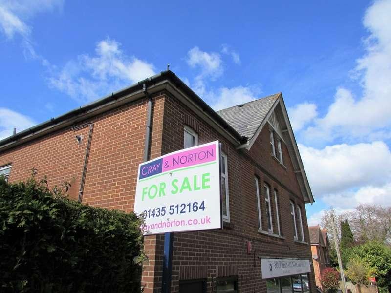 2 Bedrooms Flat for sale in Station Road, Heathfield, TN21