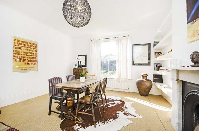 3 Bedrooms Maisonette Flat for sale in Amhurst Road, Hackney, E8