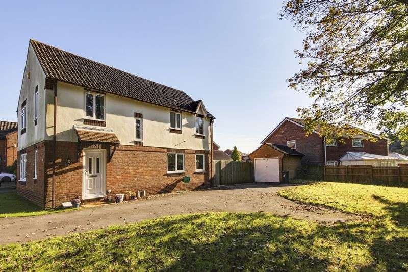 4 Bedrooms Detached House for sale in Squires Gate, Newport