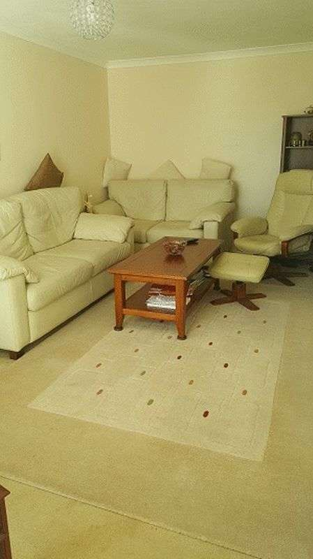 2 Bedrooms Flat for sale in St. Peters Close, Ilford IG2 6QN