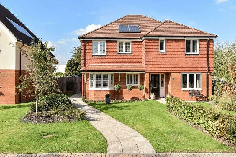 3 Bedrooms Semi Detached House for sale in Barnby Close, Ashtead