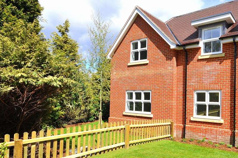 3 Bedrooms Semi Detached House for sale in Ashley Gate, Woolsbridge Road, Ashley Heath, BH24 2LZ
