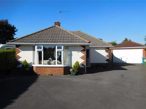 3 Bedrooms Bungalow for sale in Branksea Close, Poole
