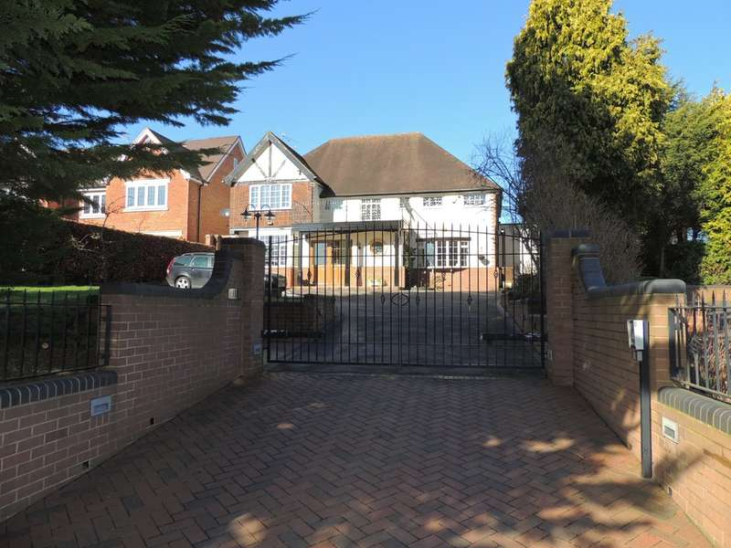4 Bedrooms Detached House for sale in Hampton Lane, Solihull