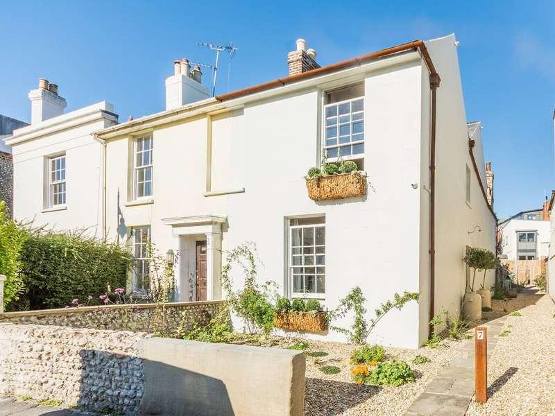3 Bedrooms Semi Detached House for sale in River Road, Littlehampton