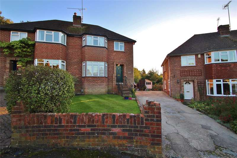 3 Bedrooms Semi Detached House for sale in Elm Close, Horsell, Surrey, GU21