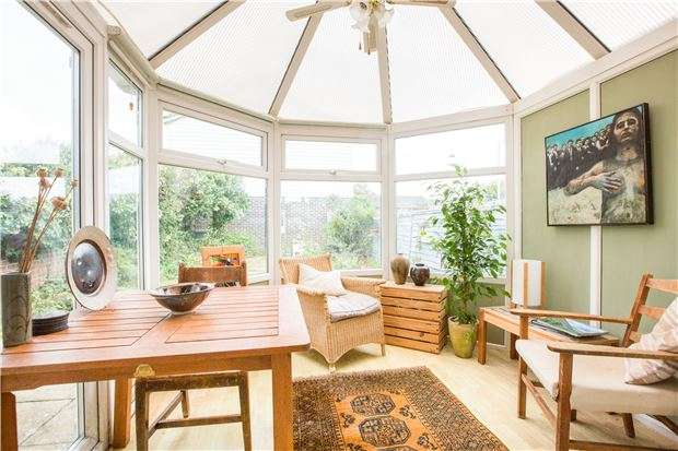 3 Bedrooms End Of Terrace House for sale in Moorland Road, WITNEY, Oxfordshire, OX28