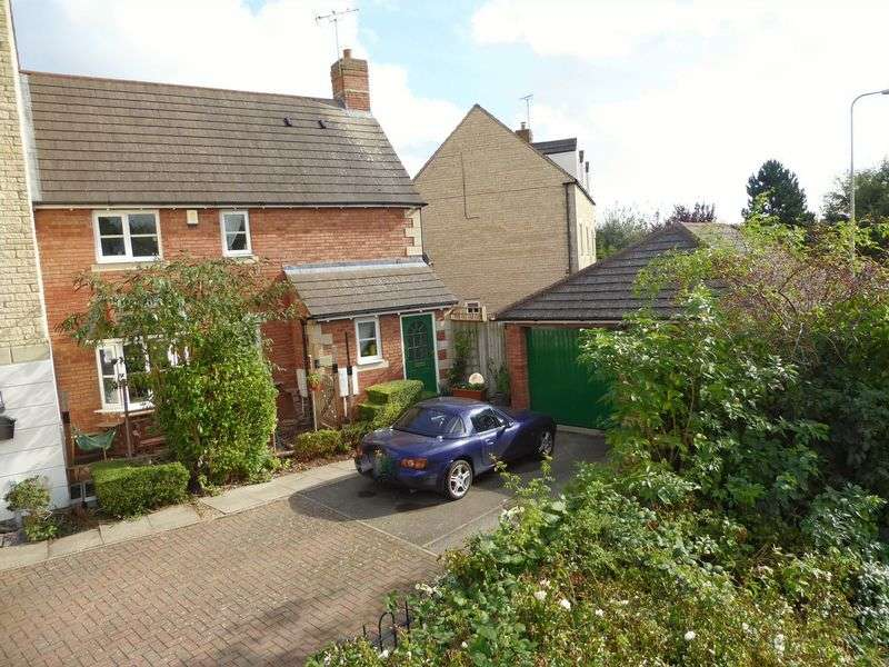 3 Bedrooms Terraced House for sale in Mallards Way, Bicester
