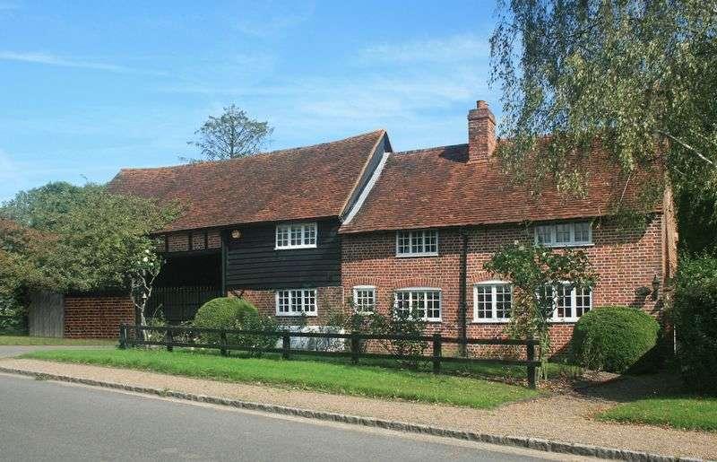 4 Bedrooms Detached House for sale in Denham Lane, Chalfont St Peter, Gerrards Cross
