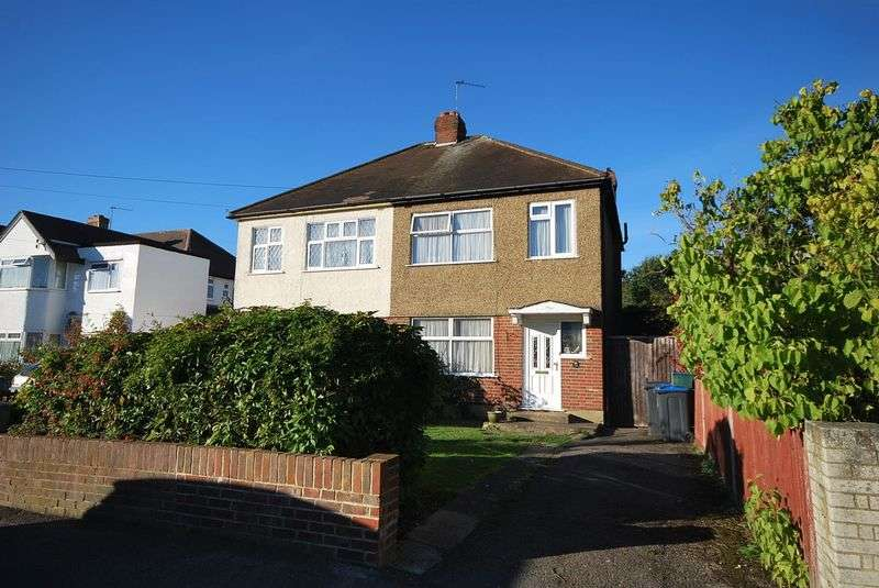 3 Bedrooms Semi Detached House for sale in Orchard Road, Chessington