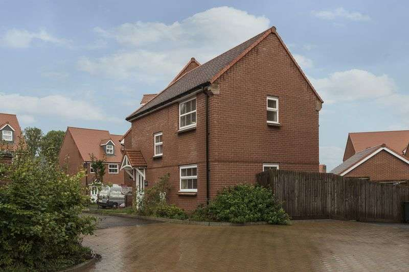 3 Bedrooms Semi Detached House for sale in Meadow Close, Newport