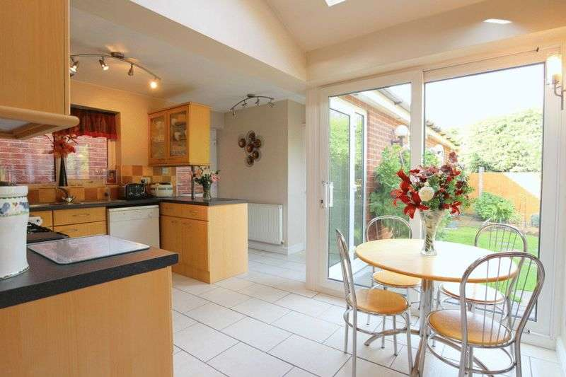 4 Bedrooms Detached House for sale in Stanier Close, Crewe Green