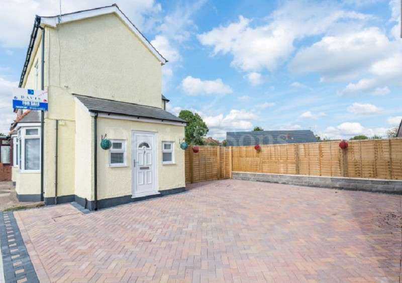 3 Bedrooms Semi Detached House for sale in High Cross Road, Rogerstone , Newport. NP10 9AN