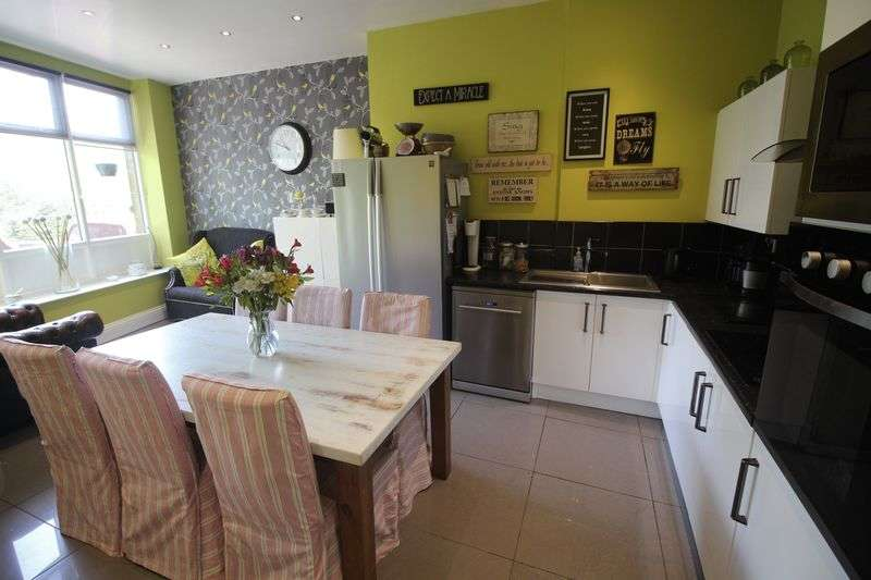 4 Bedrooms Terraced House for sale in Elland Road, Ripponden