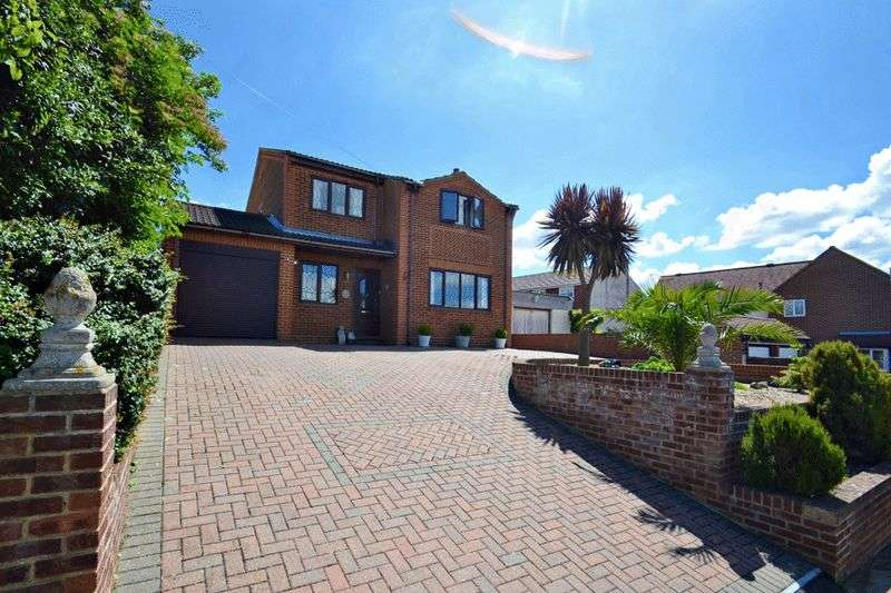 4 Bedrooms Detached House for sale in NO CHAIN! Bellevue Road, Minster
