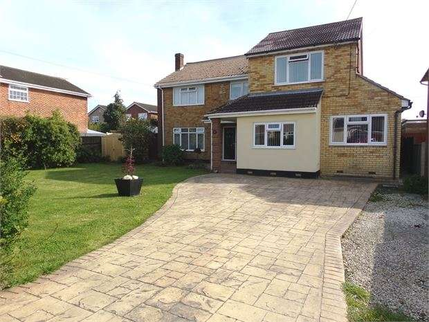 4 Bedrooms Detached House for sale in Holbek Road, Canvey Island, SS8 8NR