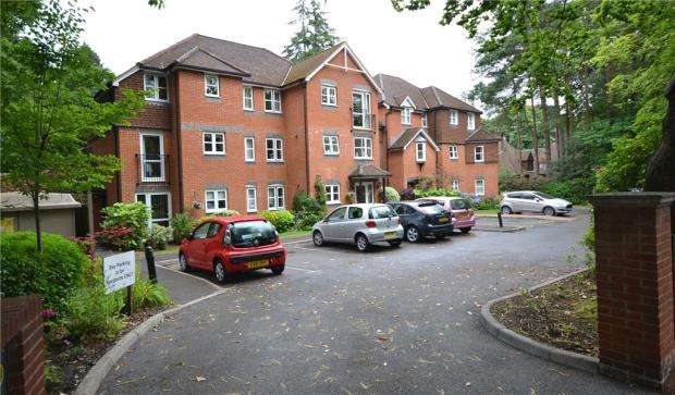 2 Bedrooms Retirement Property for sale in Silver Wood Court, Branksomewood Road, Fleet