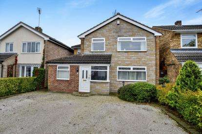 4 Bedrooms Detached House for sale in Dronley Drive, Church Warsop, Mansfield, Nottinghamshire
