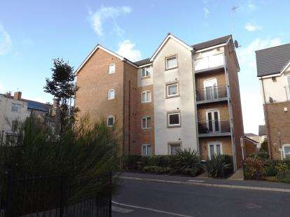 2 Bedrooms Flat for sale in Plover House, Mears Beck Close, Heysham, Lancashire, LA3