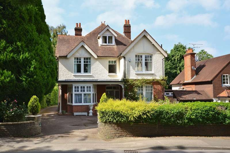 6 Bedrooms Detached House for sale in Esher
